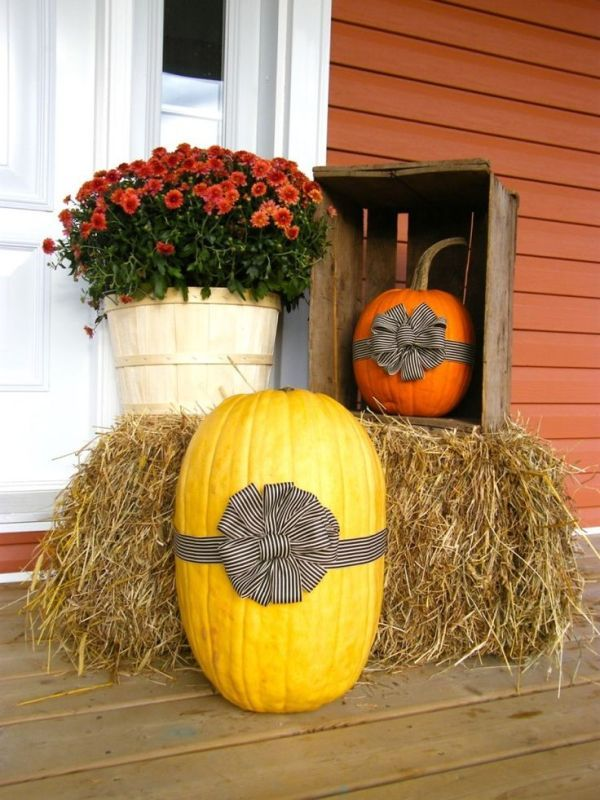 autumn door decorations | Use a hay bale as a decoration for the front door entrance along with ...