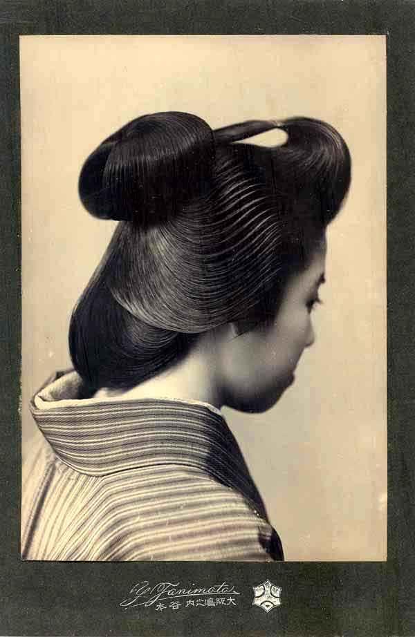 Geisha Hairstyle, circa 1900. Photographer: Tanimoto Y studio