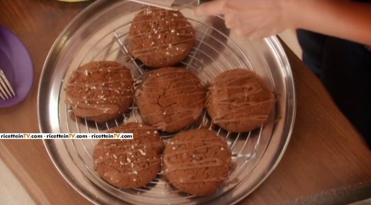 """La ricetta dei biscotti al triplo cioccolato di Samya, proposta all'interno del programma di La5 """"A Colazione""""."""