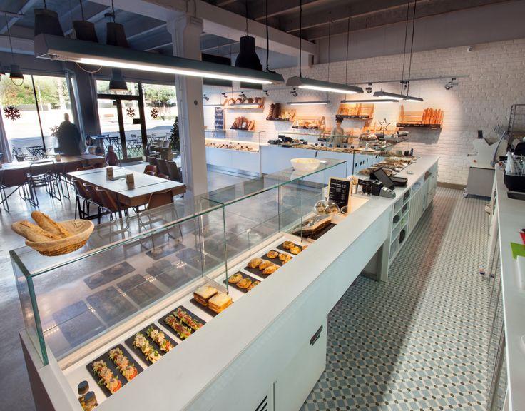 L'Atelier est une boulangerie pâtisserie moderne dans un local au style industriel avec de grands espaces et beaux volumes. Un lieu de qualité.
