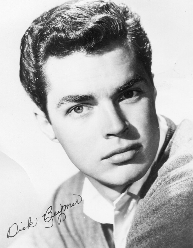 (Richard Beymer/Tony)..Larry Kert, who originated the role of Tony, was 30 and too old. Director Robert Wise's original choice to play Tony was Elvis. Other stars auditioned for the role including Warren Beatty, Burt Reynolds, Anthony Perkins, and Troy Donahue.