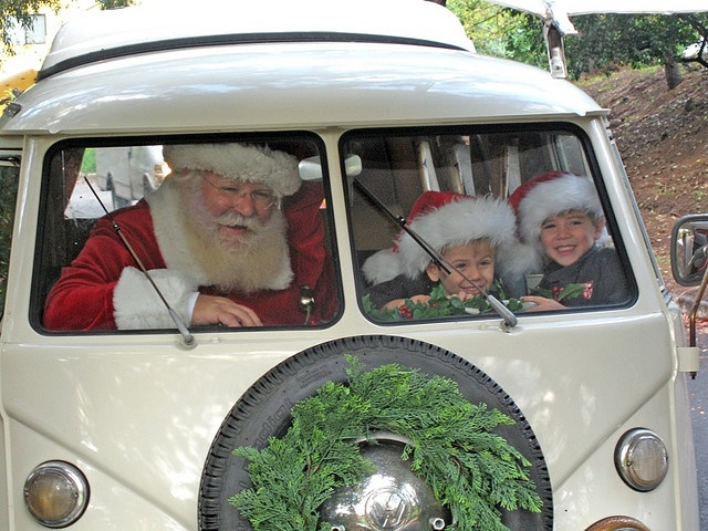 fun christmas photo- so cute, just need to find a VW bus and a spare santa! ;)