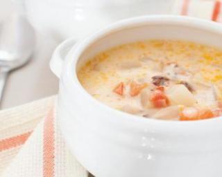 Potage piquant minceur thaï au crabe, gingembre et citronnelle : http://www.fourchette-et-bikini.fr/recettes/recettes-minceur/potage-piquant-minceur-thai-au-crabe-gingembre-et-citronnelle.html