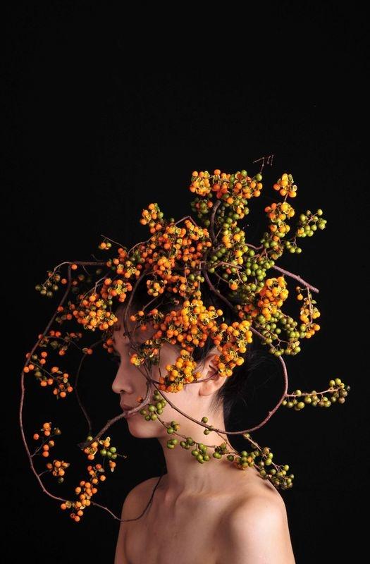 Il verde in testa- Acconciature con fiori e vegetali