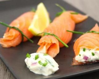 Bonbons de saumon croquants au St Môret® Ligne : http://www.fourchette-et-bikini.fr/recettes/recettes-minceur/bonbons-de-saumon-croquants-au-st-moretr-ligne-plaisirr.html