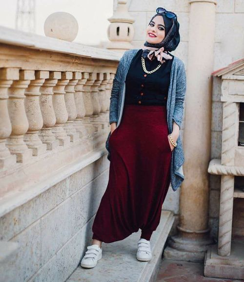 Yoga pants with hijab-Flowy and cute hijab outfits – Just Trendy Girls
