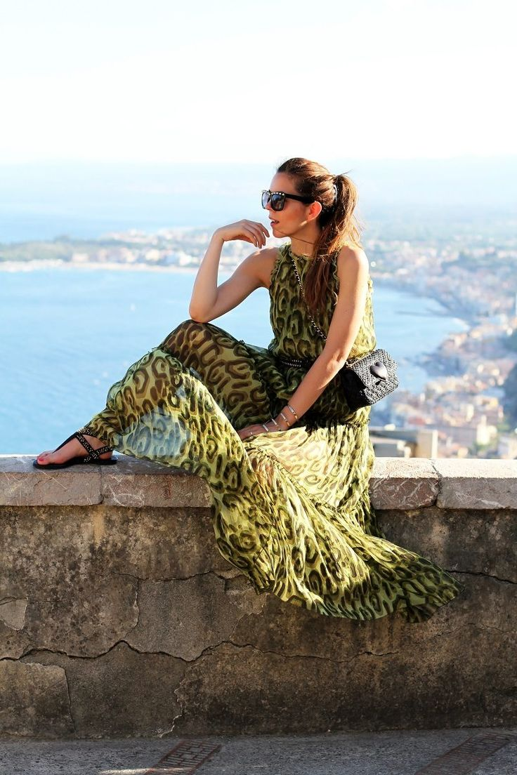 Un Vestito Trasparente Al Tramonto Vista Mare ( Sunglasses & Graphic Chiffon Tulle Dresses )