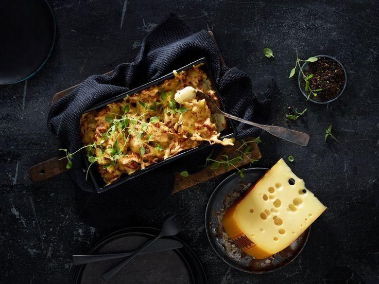 Oppskrift på middagsrett med jordskokk, gratinert Jarlsberg®, urter og grov pepper. Jordskokk er en rotgrønnsak med litt nøtteaktig smak, og passer perfekt i grateng.