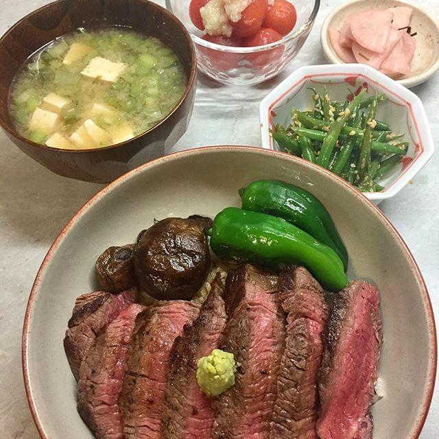 22/07/17  Sat •Steak Donburi  Butter Soy & Wasabi •Sesame Green Beans •Cherry Tomatoes Onion Dressing •Plum Pickles Daikon •Miso •ステーキ丼  ちょっと甘いたまり醤油とバター、わさびで。 •インゲンの胡麻和え •自家製さくら大根  ゆかりがたくさんあったので出汁パックに入れてお大根をつけました。ほんのりピンク色  #instafood #foodstagram #dinner #homecooking #japanesefood #japanesehomecooking #donburi#steakdon #heartyfood #healthyeating #glutenfree #おうちごはん #夜ごはん#ステーキ丼  #サーロインステーキ #さくら大根#グルテンフリー #トマトマリネ#イギリス生活 #イギリスごはん #海外生活#肉