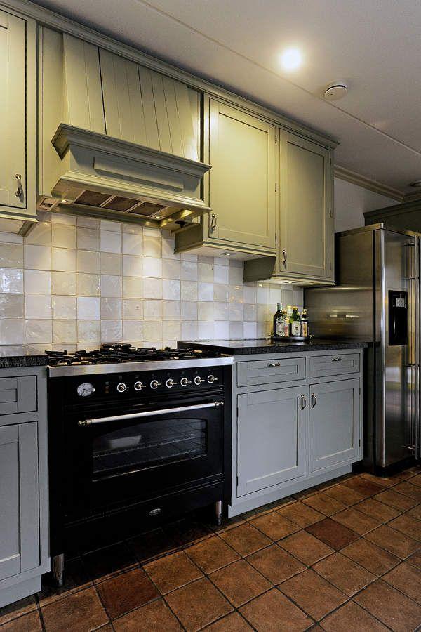 1000 idee n over groene keuken op pinterest groene keukenkastjes groene kasten en gekleurde - Tegel keuken oud ...