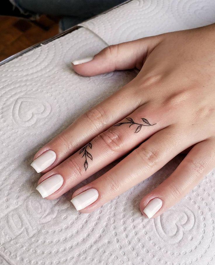 Creeping Vine Finger Tattoo in 2021 | Cool finger tattoos, Hand and finger tattoos, Cute finger tattoos