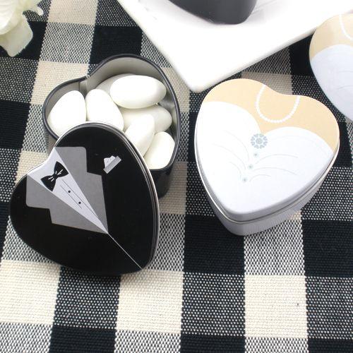 Almendreros en lata con forma de corazón y detalles de novios # recordatorios, #almendreros, #novios