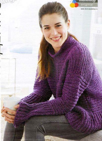 Свободный свитер вязаный спицами.