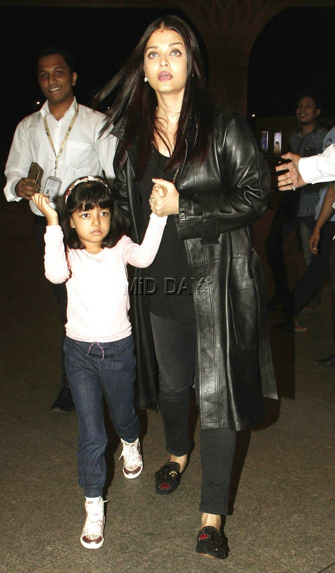 Photos: Aishwarya with Aaradhya, Sangeeta Bijlani at Mumbai airport - Entertainment  #middaybollywood #bollywoodactors #bollywoodmovies #bollywoodphotos #bollywoodfashion #bollywoodinstant #bollywoodgossip #bollywoodupdates #bollywooddiva #bollywooddivastyle #bollywoodbeauty
