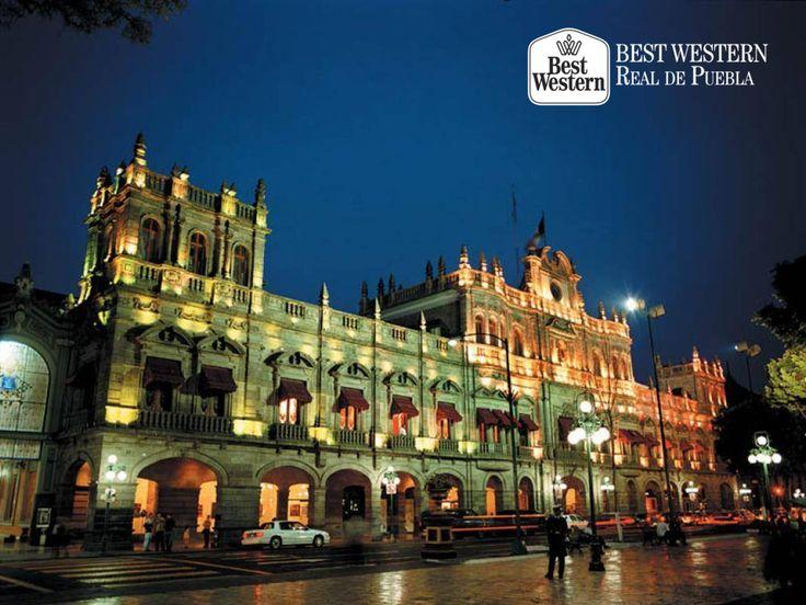 La belleza de la arquitectura poblana. EL MEJOR HOTEL EN PUEBLA. En el corazón de la ciudad, se encuentra el Palacio Municipal, ubicado frente a nuestra majestuosa Catedral. En Best Western Real de Puebla, le invitamos a visitar los sitios más importantes de la capital, conocer su historia y contemplar su arquitectura. #hotelenpuebla