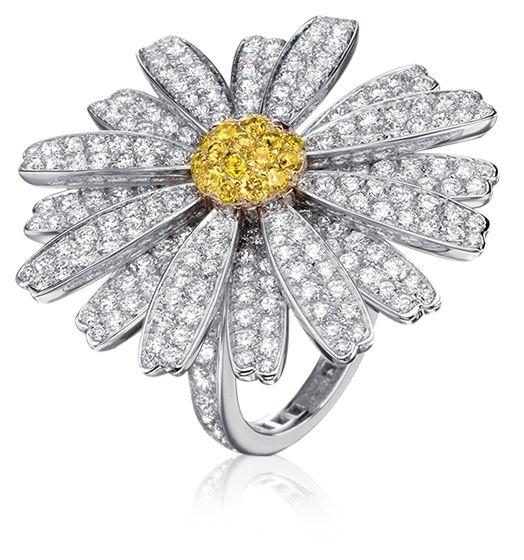 Daisy Love Ring in 18k white gold with diamonds. #tabbah #houseoftabbah