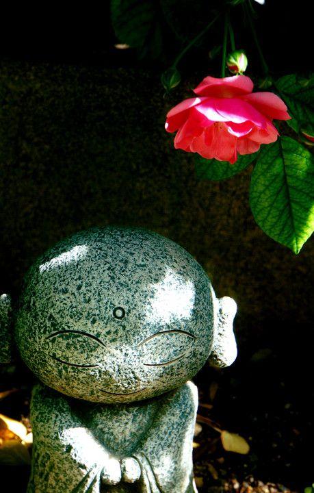 庭のお地蔵さん もそっと日陰へ^^
