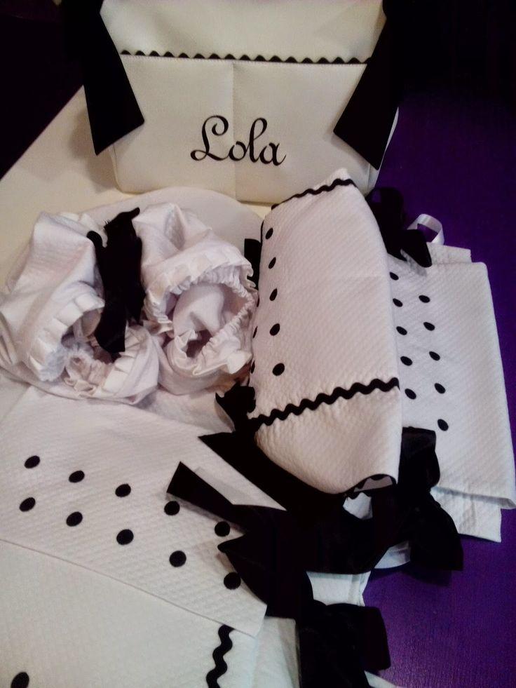 b e b e t e c a: ROMPEDOR!!! bebetecavigo.Bolso de polipiel blanco personalizado en negro. bebetecavigo.