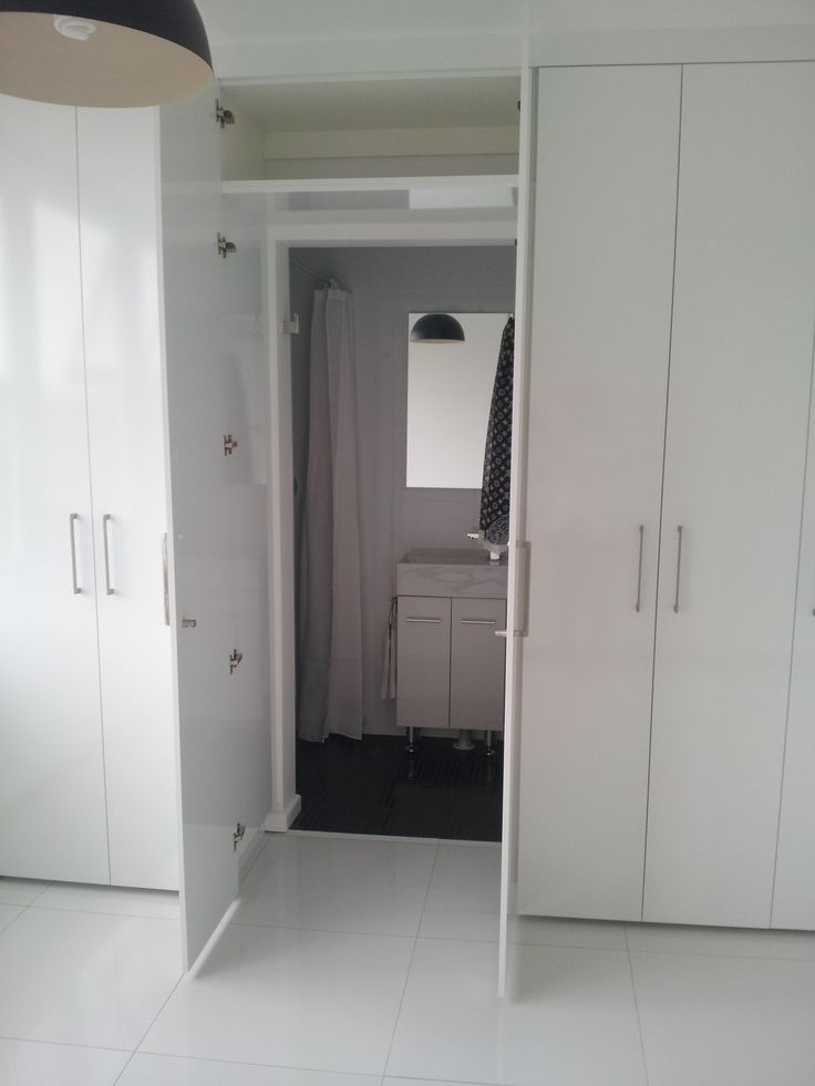 Wardrobe entry to bathroom
