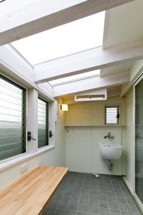 アーキ設計で住まいを建てられる ほとんどの方が、サンルーム風の室内物干し場が、      お風呂や脱衣場の近くにあれば嬉しいな~とおっしゃ...