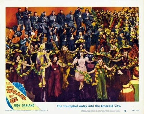 Trollkarlen från Oz (1939) http://www.movpins.com/dHQwMDMyMTM4/the-wizard-of-oz-(1939)/still-1702362880