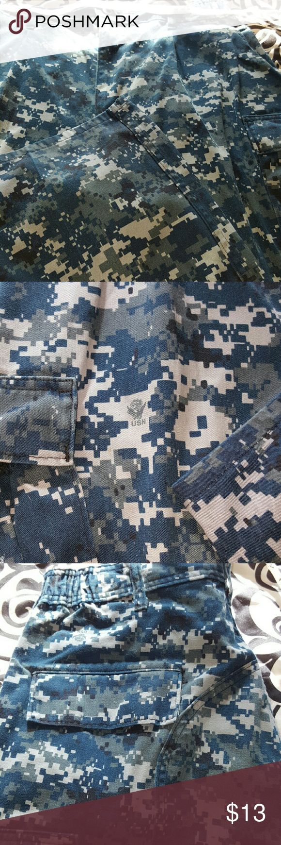 Navy Blue Camo Pants Original Navy uniform. Size medium, elastic bands on the sides. Excellent condition. Pants