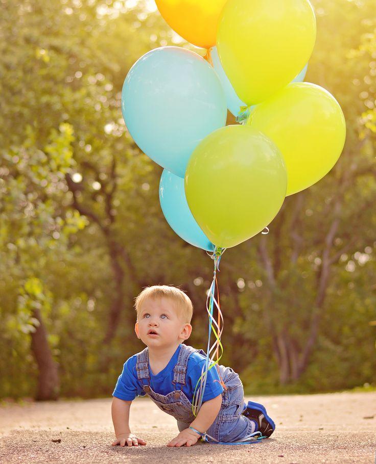 1st Year Portraits by Jessica Suarez Photography LLC in San Antonio Texas #sanantonioPhotographer #Childrenphotographer #OneYearPortraits #baloons