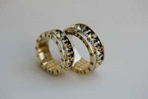 Кольца Короны с бриллиантами рубинами молитвой с внутренней стороны и гравировкой в торцах
