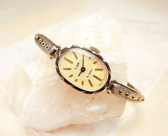 Kleine horloge  vrouwen polshorloge  gouden door GiftsFromPast
