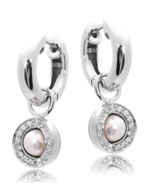 Joy de la Luz | Pendants cz silver/pearl + silver creoles  €90,00 + €45,00