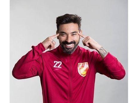 Joueur le mieux payé du monde, Ezequiel Lavezzi a réalisé un cliché qui scandalise le football asiatique, largement relayé sur les réseaux sociaux.