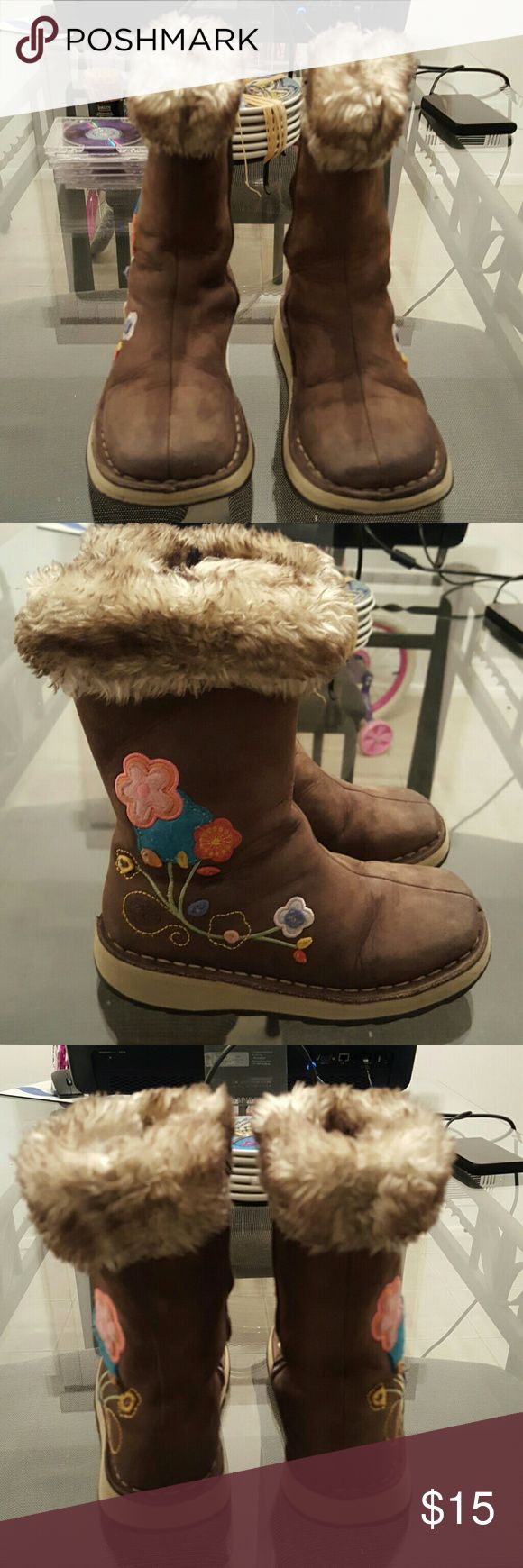 GIRLS TIMBERLAND BOOTS...SIZE 10.5M COLOR: BROWN EMBROIDERY ON SIDE OF BOOTS ZIPPER ENTRY FAUX FUR LINING INSIDE OF BOOTS PRICE FIRM! Timberland Shoes Boots