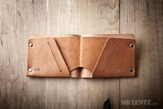 Keeping organized while staying thin is an important part of this men's wallet. This here minimal leather wallet does just that by separating your bills