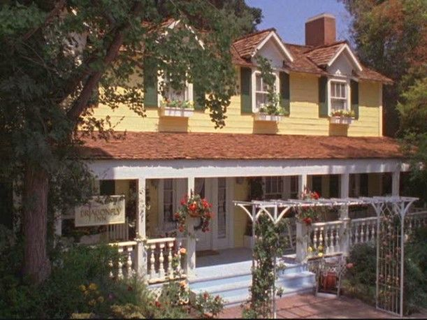 Gilmore Girls Dragonfly Inn 'after'