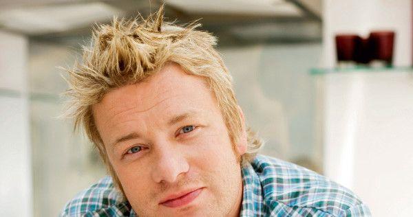 Знаменитый британский повар, автор самых интересных кулинарных книг, по мнению ELLE, и просто мужчина мечты всех девушек редакции, честно