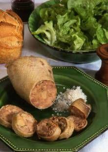 COU D'OIE FARCI (1 cou d'oie, 300 g de viande de canard, 150 g de poitrine de porc, 2 foies de volaille, 1 oeuf, sel, poivre, thym, cognac, 250 g de foie gras, graisse de canard)