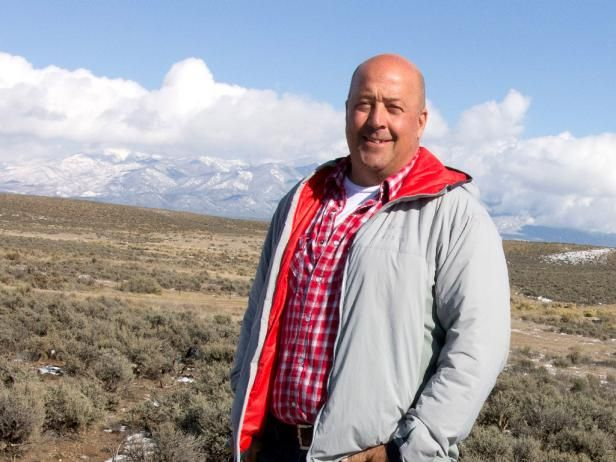 Andrew Zimmern comes to New Mexico where the frontier spirit can still be found, even when it comes to the food! Andrew goes out hunting buffalo on horseback and learns to roast prairie dogs with members of a Pueblo tribe, but he also meets modern day pioneers living inside futuristic homes that produce fresh ingredients for every meal.
