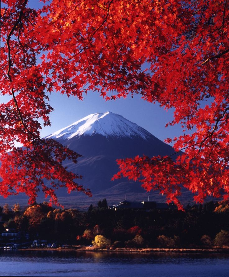 Mount Fuji, Japan - With a height of 3776 metres Mount Fuji is the highest (vulcanic) mountain in Japan.