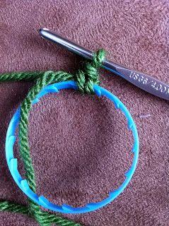 http://stitchbakerun.blogspot.com/2010/12/crochet-wreath-tutorial.html