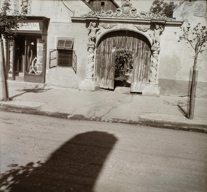 Szent Mihály utca 9., Két mór-ház.