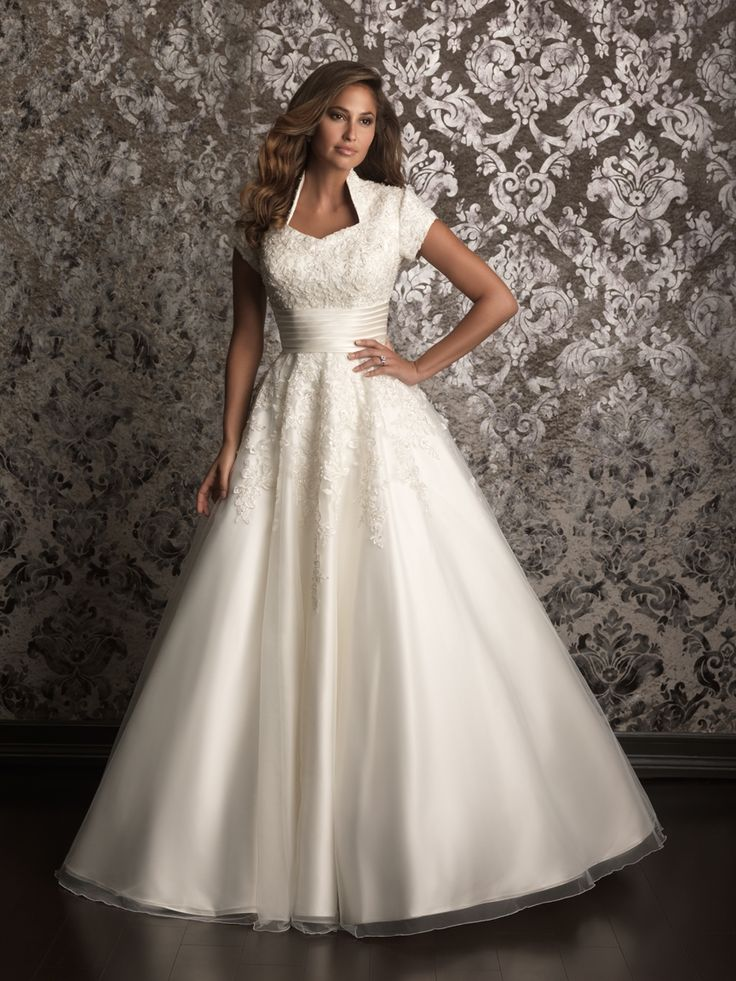 Popular A romantic ball gown in soft tulle The bodice is
