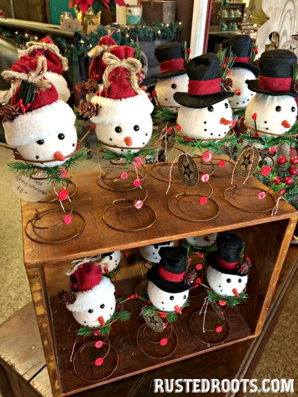 Repurposed Rusty Bed Spring Snowman & Other Ideas for Old Bed Springs at RustedRoots.com #RustedRoots