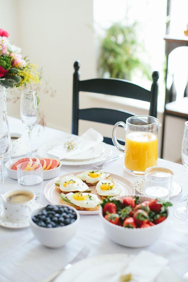 Super snídaně, jahody, borůvky, vajíčka, grepy a pomerančový džus. http://HarmonickyVztah.cz