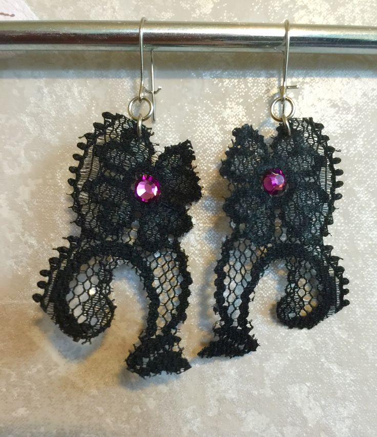 Korvakorut pitsistä / Earrings made of old lace DIY