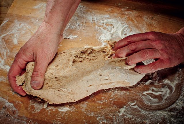 """""""Selbstgebackenes Brot ist ein Statement, ein Symbol wahrer Gastfreundschaft"""" findet Christian Mittermeier"""