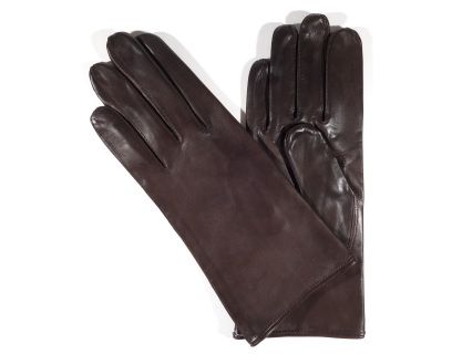The Zavalita model delivers you the simplicity of our style together in a purist manner. These  gloves  have a 100% silk lining. The color is cognac brown brown and the button length is a little taller than the wrist.