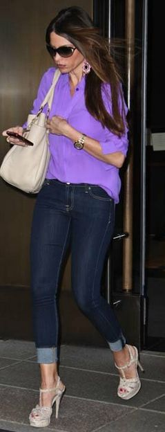 Sofia Vergara in Rag & Bone jeans, Yves Saint Laurent shoes, and a Prada bag