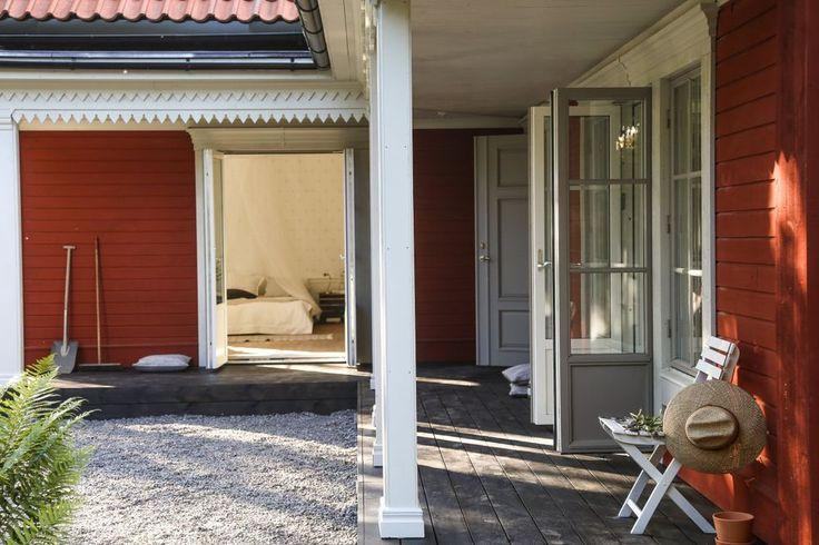 Mer än en vanlig inredningsblogg. Modern klassisk design, livet, antikviteter och trädgård.