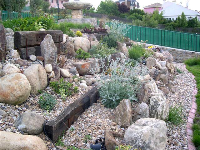 Paisajismo jardin con piedras buscar con google mini - Rocas para jardin ...