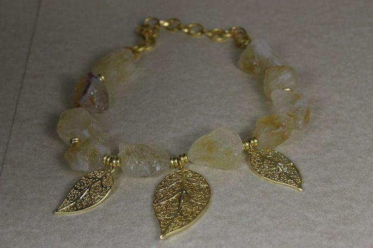 "Collar ""Sugar"", espectácular garganilla con hojas chapadas en oro mate de 22k.  #hojas #oro #gargantilla #collar"